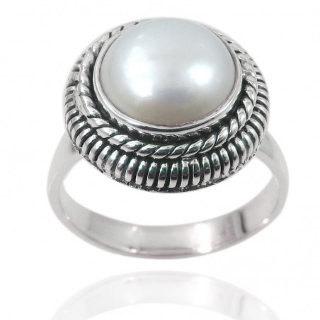 Wonderful Pearl Gemstone Ring