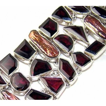 Bracelet with Garnet Faceted, Biwa Pearl Gemstones
